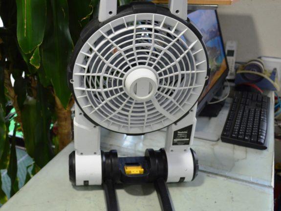 マキタ 充電式ファン CF201DZ 白色/ (売済】